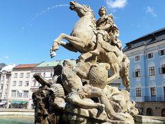 「ユリアス・シーザー(カエサル)の噴水」オロモウツの噴水の中では一番大きいもの。 伝説上のオロモウツの街の創始者カエサル シーザーローマ皇帝を表しているとか。