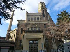 「片倉館」 上諏訪温泉の象徴ともいうべきこの建物は、片倉財閥により地域住民に厚生と社交の場を供するため昭和3年に竣工されました。  こちらは、温泉大浴場(千人風呂)を備える浴場棟です。 日帰り温泉として今も営業しています。  ↓片倉館 http://www.katakurakan.or.jp/index.php