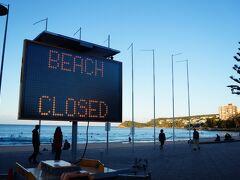 マンリービーチはクローズと表示されていますが、この時は運動目的(水泳、サーフィン、ランニング等)でのビーチ利用は許可されています。