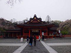 「うるおいてい本店」で富士宮焼きそばを食べた後、車で10分ほどで「富士山本宮浅間大社」に着きました。