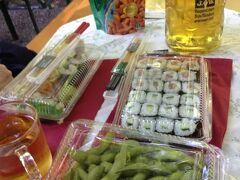 [写真はイメージです] ミュンヘンはアウグスティナーケラーのセルフサービス・エリアでの豪華寿司ディナーもパー。