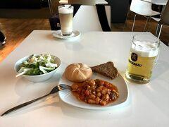 [写真はイメージです] そしてミュンヘン空港で帰国便の搭乗を待ちながら、お名残りのレーベンブロイぐびぐびも今年はできません……来年にリベンジだー!