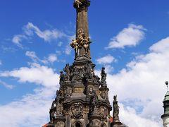 三位一体の像が金色に輝いています。  柱の高さは、35mとか32m、38m。色々な紹介ありますよ。どれが正しいんかい?