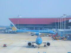 【ベトナム航空】ノイバイ空港  2014年以来5年ぶりのノイバイ空港 当時、がつがつつくっていた新しいターミナルに初めてきました  (↓備忘録)5年前のハノイ旅行記 https://4travel.jp/travelogue/11339528