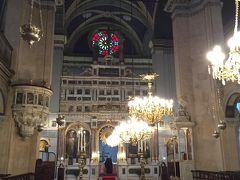 さて、旅行の中身ははしょります。そして迎えた最終日。帰路の無事を祈りにタクシム広場近くのHagia Triada教会に立ち寄りました。ここ、ギリシャ正教会と言われていますが、以前はギリシャ・カトリックと言われていました。どっちなのでしょうか。まあ見た感じは完全にギリシャ正教会です。いつもは中は閉まっている教会ですが、新年を迎えたこの時期だからか、開いていました。とても美しい教会でした。機会があったらぜひ見てみてください。ただし礼儀正しく!