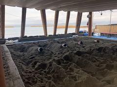 とてもたくさんの方が訪れていました!海辺で気持ちよかったです。砂の重みに埋もれ、じんわりとあったまり、出るとすっと体が軽くなる。肩こり解消にめちゃくちゃ効果あります(^O^)温泉の3,4倍のさまざまな効果があると言われています★