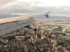 【ベトナム航空】福岡上空  ちょうど箱崎・九大(の跡地)の上空 この航空機騒音も理由の1つで九大は移転しましたね   出張疲れました