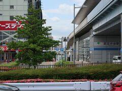 【足立小台駅】 駅となりに、ケーズデンキ店。  【東京都交通局HPより】 【日暮里・舎人ライナー】 は、コンピュータ制御による自動運転を行う新交通システムで、日暮里~見沼代親水公園間(9.7km・13駅)を運行しています。2008(平成20)年の開業以来、主に沿線の足として親しまれています。。