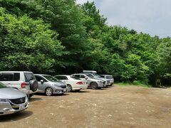 桜川市側から林道に入る。ユースホステル跡地を目指す。20台程止められます。