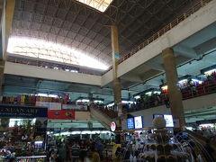 最終日は、ちょっとおみやげ物探しへ。 「ドンスアン市場」 週末のナイトマーケットが有名みたいです。 ベトナムっぽいお土産が探せます。