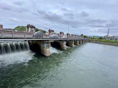 開放中の瀬田川洗堰。