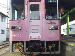 終着駅に到着です。昨日の松浦鉄道や島原鉄道と比べてしまうと物足りなかった甘木鉄道を全線制覇。 しかし、外に出ると、満開のサクラと駅舎がとても見事で来て良かったと思いました。 その後、こじんまりした西鉄の甘木駅へ移動しました。