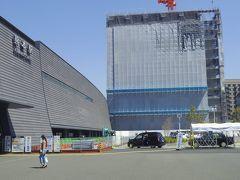 熊本駅で途中下車したら新しくなっていて、前に来た時とは大きく変わっていたし、まだ周辺工事中の箇所もありました。