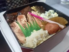 上越妙高駅で名物「鱈めし」を買い込んで、新幹線に乗り込みました。