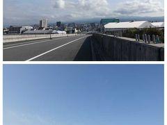 富士山夢の大橋を渡ります。  画像の説明 上) 橋の北側方面です。走って来た方向で富士山は雲の中です。 下) 橋の南側です。進行方向です。