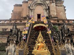 2巻目は、チェンマイ最大の仏塔。 崩れかけた塔を像が支える廃墟の寺院ワット・チェディルアン