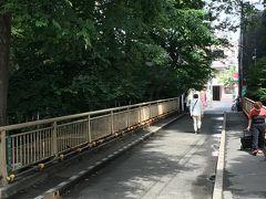 ゴルフ橋。 昭和のはじめ頃、この辺りは東急電鉄が開発した約8ヘクタールのゴルフ場だったそうです。この橋はそのゴルフ場の入り口。
