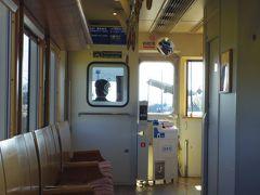 次の東多良木駅のホームに乗客発見。無事に乗って来られて貸切は終了です。 駅舎は登録有形文化財に指定されてるそうです。
