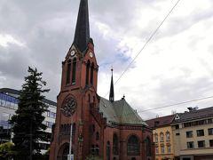 見た目のままで赤い教会。 もうこの頃には、絶対に降る空色・・