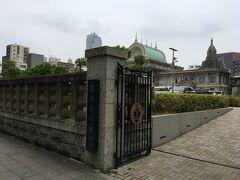さらに築地方面に向かって歩きます。 築地本願寺に到着。