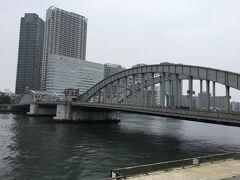 パンを購入して隅田川テラスへ。
