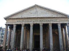 古代ローマ時代のものは遺跡がほとんどですが、パンテオンは完全な形でそのまま残っています。 すごいですね。