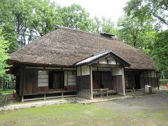 吉野家 江戸時代後期に建てられた農家の住居です。懸魚や式台のある玄関や床の間がある奥座敷などの見どころがあります。