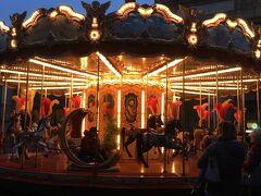 童心に帰ってレプッブリカ広場の木馬も乗ってみたら楽しかったです。