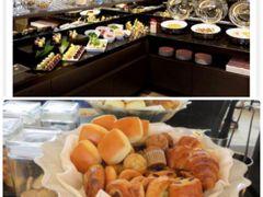 ホテルインターコンチネンタル東京ベイ 20階のクラブフロア専用ラウンジ 朝食です  前回も朝食にパンをいただきましたが 普通の上位かなっといった感想です