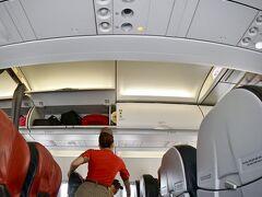 【ベトジェットを利用して、ホーチミンからホイアンへ移動だよぉ~】  この会社は(以下、wiki)...「2007年に設立...当初はエアアジアとの合弁で「ベトジェット・エアアジア」として運航する予定であったが、ベトナム政府の外資規制方針によって、エアアジアとしての運航が許されなかった....2011年12月25日から運航を開始した....」