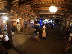 【ホイアンの日本橋ー来遠橋ー】  「...朱印船貿易が盛んだった17世紀頃には日本人町があり、300人以上(1,000人以上とも)の日本人が住んでいたと言われている...」