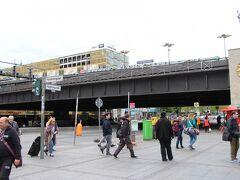 こちらはベルリン動物園駅、西ドイツ時代のベルリン市内の中央駅ポジションだったらしい。ハウプトバーンホフって意外と新しい表現なのか?