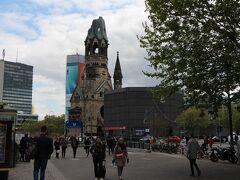 さて、第一のお目当てカイザー・ヴィルヘルム記念教会。 戦争の恐ろしさを伝える所として、壊れた状態のままの外見となっています。