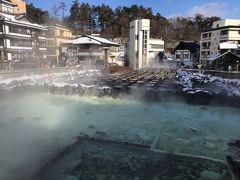 湯畑に出ます。 硫黄の匂い、その流量は圧巻です。