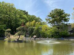 そこから高島平方面に歩いて行くと都立赤塚公園に着きました。  こちら池で釣りをしている人たちがチラホラいました。