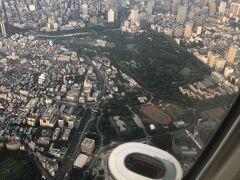 真っ向からの東京五輪反対派ですが、新国立競技場上空も通過しました。