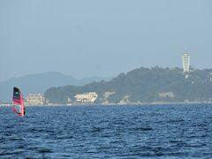 午後の江ノ島周辺ではウィンドサーフィンが始まります。 何故午後なのでしょうか?