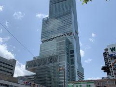地上300m、日本一の高さを誇る超高層複合ビル「あべのハルカス」。百貨店や展望台、美術館、ホテルなど多くの施設があり、展望台に行ってみました。