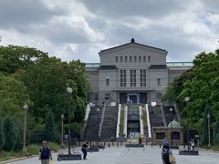 通天閣から5分くらいの天王寺公園にむかい、天王寺動物園の横を通り過ぎて大阪市立美術館に。