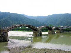 おおーー!! 目の前には広い川に5連のアーチ型の橋! 美しい…