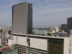 眺望は正面に横浜駅。