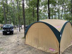 前回のキャンプから登場した コールマンのパーティシェード。 サイドウォール4面は風を防いで寒くなくてほんと最高。 寒い時ようにストーブほしーよー。