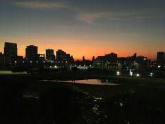 <ラチャダムリ駅>  こんなに遅くなるはずじゃなかったけれど 駅に着いたら、こんな夕焼け!  これが見られたから良かったか♪