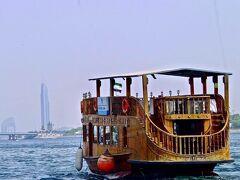 「ダウ船 」 クリークにファっと浮かんでいる ように見えたダウ船。 これを見てアラブにやって来た! と感じたのでした。