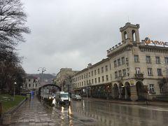 ネザヴィシモストは観光地らしい雰囲気がありました。両端に立派なホテルやカフェなどがあり。