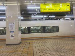 近鉄名古屋駅も少ない感じが。。。なにより土曜日の大阪行き特急がガラガラなのはありえない。。。。