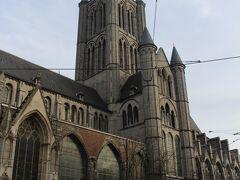 そして広場に面しているのがこちらの聖ニコラス教会。  ゲントのメインの教会でしょうかね。