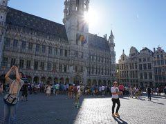 ワッフルを食べたあとは、これまたブリュッセルいちの観光名所、グランプラスへ! 世界一美しい広場って言われているのですよね。