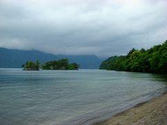 その後、十和田湖畔を散策。 十和田湖は、日本で3番目に深い湖で、水もきれいでした