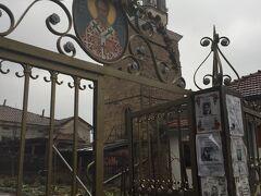 しっかり食べたので再び観光を始めます。まずはここの聖ニコラ教会を見学。といっても、中は開いておらず、手前の啓蒙所だけの見学となりました。ちなみにここの管理人のおばさんは怖いので、間違っても写真を撮るようなそぶりは見せないように注意しましょう。ものすごい剣幕で怒鳴ってきます。